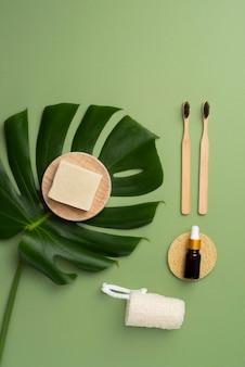 Vue de dessus de la composition des produits d'auto-soins naturels
