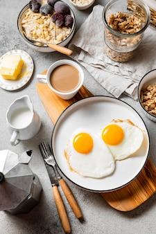 Vue de dessus composition de repas de petit déjeuner nutritif