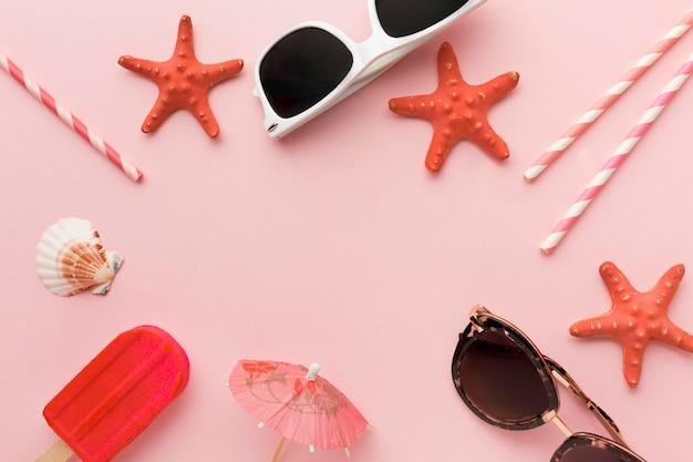 Vue de dessus concept d'été avec des lunettes de soleil