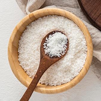 Vue de dessus et concept de flocons de noix de coco