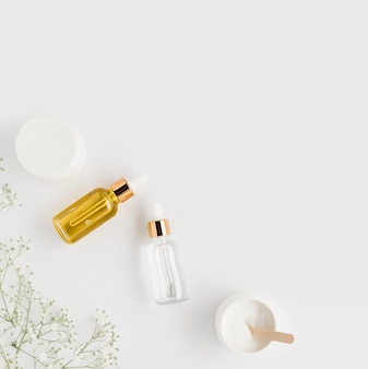 Vue de dessus des cosmétiques naturels avec espace copie