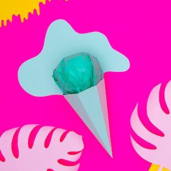 Vue de dessus de la crème glacée en papier