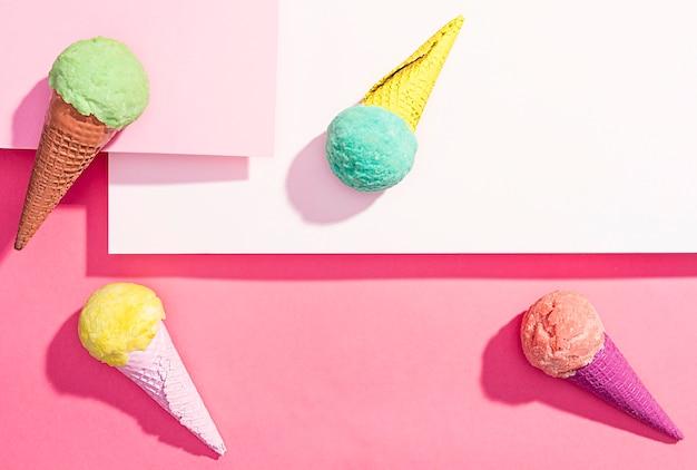 Vue de dessus de la crème glacée sur la table