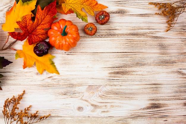 Vue de dessus décoration d'automne avec espace de copie