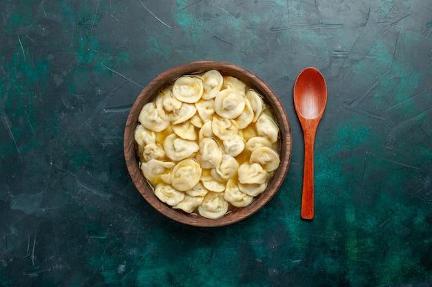 Vue de dessus délicieuse soupe de boulettes à l'intérieur de la plaque brune sur fond vert foncé nourriture viande légumes soupe pâte
