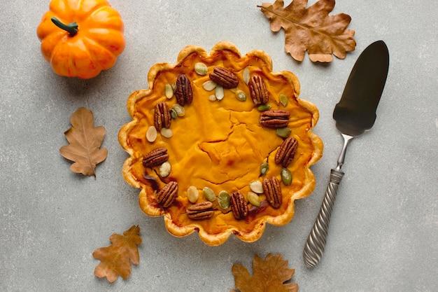 Vue de dessus de la délicieuse tarte à la citrouille de thanksgiving