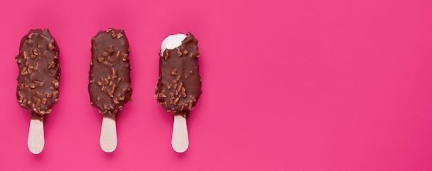 Vue de dessus de délicieuses glaces avec espace copie