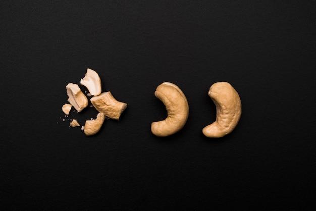 Vue de dessus de délicieuses noix de cajou