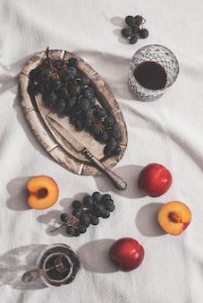 Vue de dessus délicieux arrangement de fruits