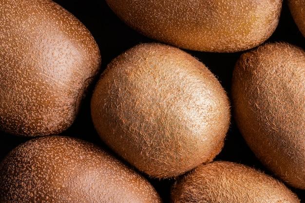 Vue de dessus délicieux arrangement de kiwi