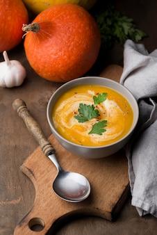 Vue de dessus délicieux arrangement de soupe