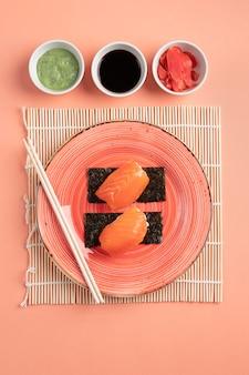 Vue de dessus délicieux arrangement de sushi