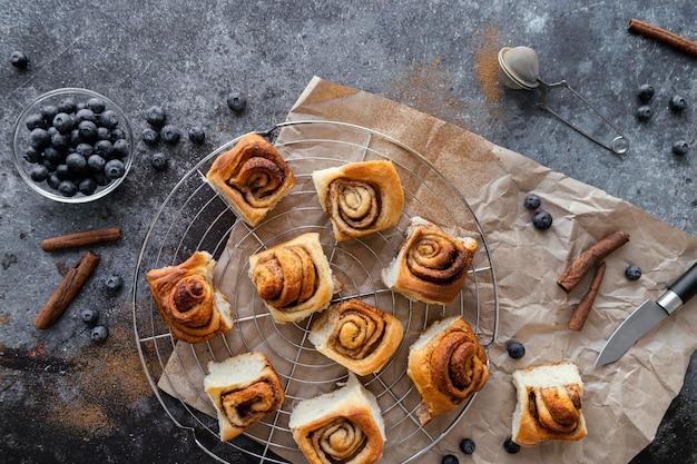 Vue de dessus délicieux dessert aux myrtilles