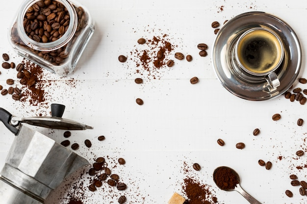 Vue de dessus délicieux flic de café sur la table