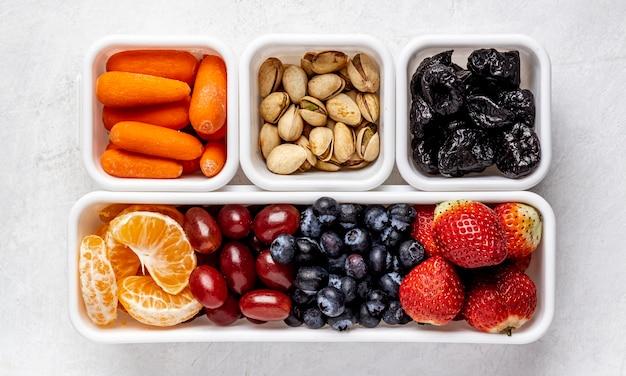 Vue de dessus de délicieux fruits emballés