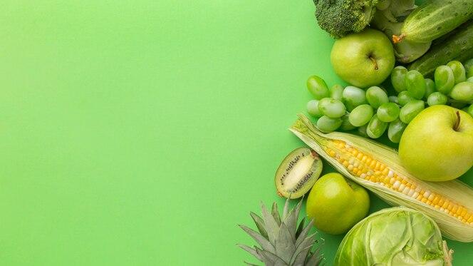 Vue de dessus de délicieux fruits et légumes