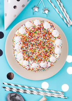Vue de dessus délicieux gâteau d'anniversaire