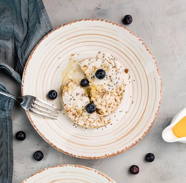 Vue de dessus délicieux petit déjeuner prêt à être servi