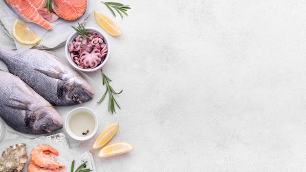 Vue de dessus délicieux plat de fruits de mer exotiques