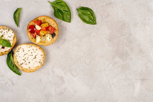 Vue de dessus de délicieux plats italiens avec espace de copie