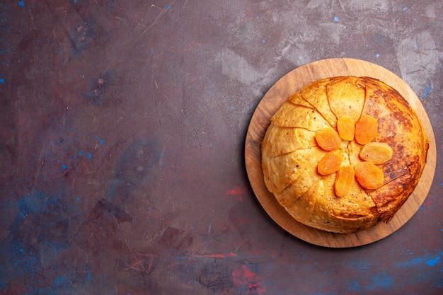 Vue de dessus délicieux repas oriental de shakh plov se compose de riz cuit à l'intérieur de la pâte ronde sur le fond sombre de la pâte repas dîner nourriture riz