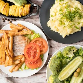 Vue de dessus délicieux repas avec pommes de terre