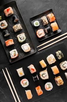 Vue de dessus de délicieux sushis