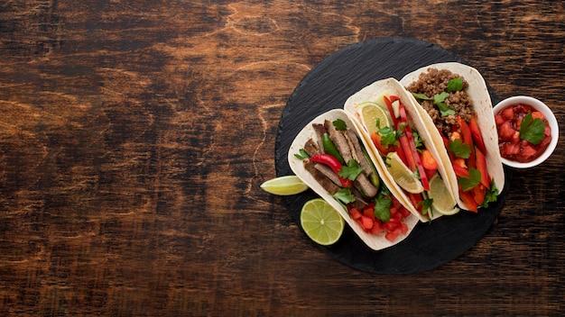 Vue de dessus de délicieux tacos avec espace copie