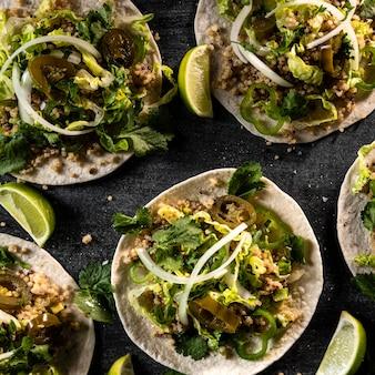 Vue de dessus de délicieux tacos végétariens
