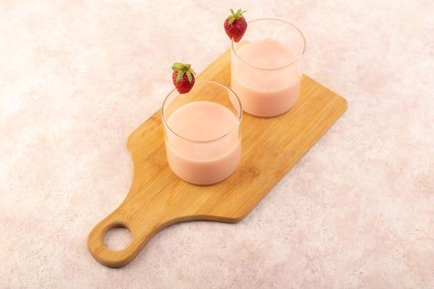 Une vue de dessus dessert à la fraise frais et délicieux