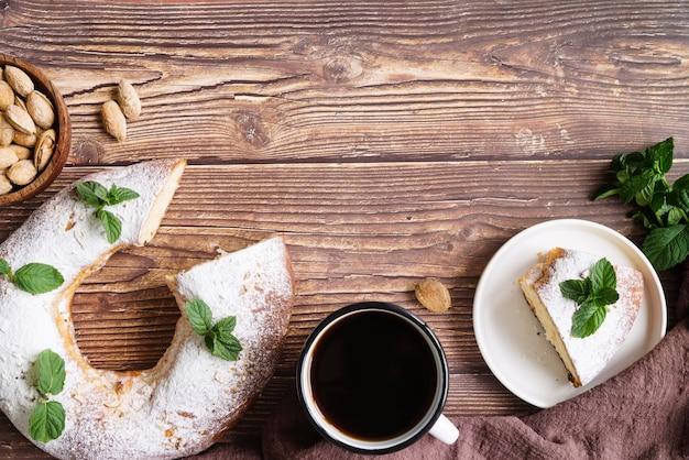 Vue de dessus des desserts du jour de l'épiphanie avec espace copie