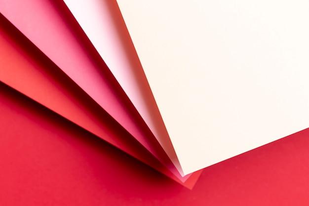 Vue de dessus différentes nuances de papiers rouges