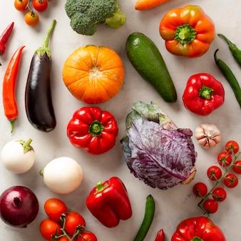 Vue de dessus différents arrangements de légumes