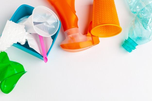 Vue de dessus des différents déchets avec recyclage