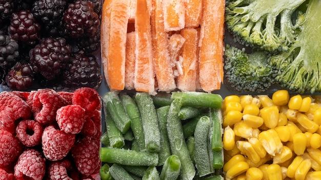 Vue de dessus de la disposition des aliments surgelés