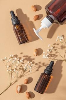 Vue de dessus de la disposition du produit de soin à l'huile d'argan