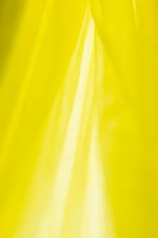 Vue de dessus de la disposition des sacs en plastique jaunes