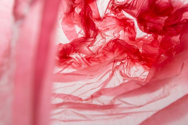 Vue de dessus de la disposition des sacs en plastique rouges