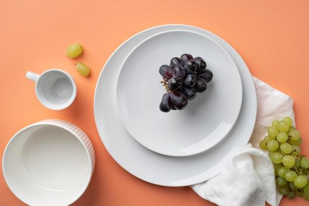 Vue de dessus de la disposition de la vaisselle sur la table