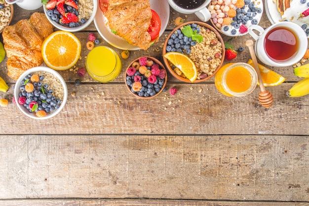 Vue de dessus divers petit déjeuner sur table