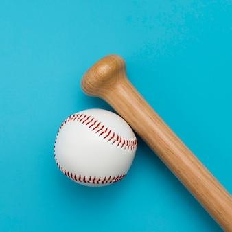 Vue de dessus du baseball avec batte