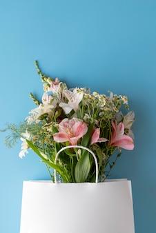 Vue de dessus du beau bouquet de fleurs