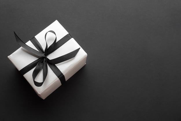 Vue de dessus du cadeau élégant