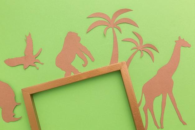 Vue de dessus du cadre avec des animaux en papier pour la journée des animaux