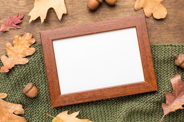 Vue de dessus du cadre avec feuillage d'automne