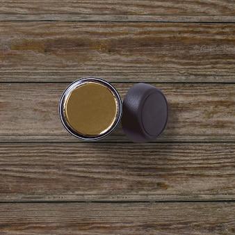Vue de dessus du café instantané jar isolé sur fond de bois
