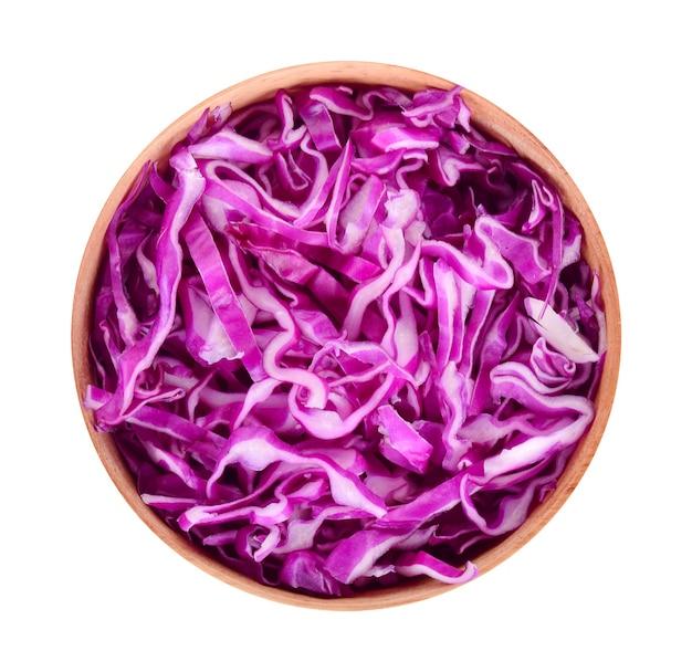 Vue de dessus du chou violet isolé sur fond blanc