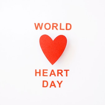 Vue de dessus du coeur de papier pour la journée mondiale du coeur