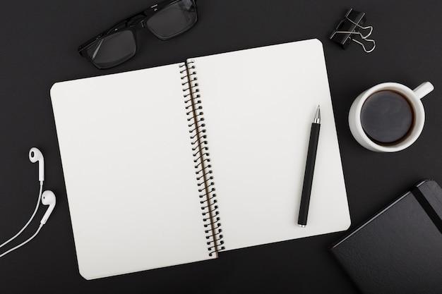 Vue de dessus du concept de bureau avec espace copie
