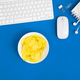 Vue de dessus du concept de mauvaise habitude au bureau